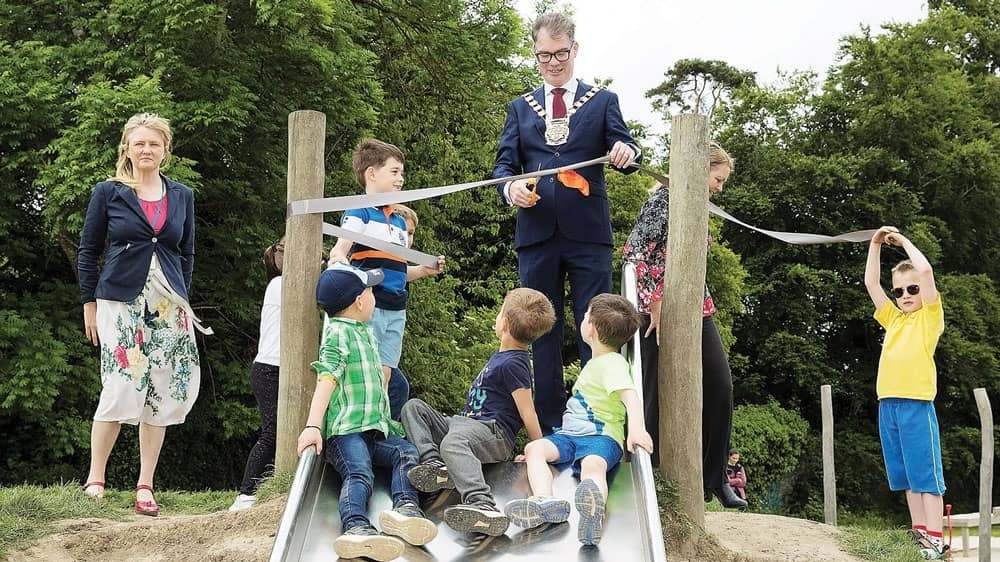 New playground opened by mayor in Willsbrook Park